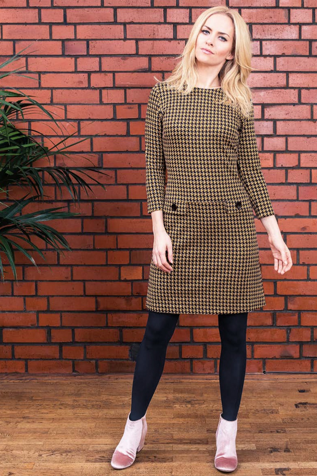 1960s Style Dresses, Clothing, Shoes UK 60s Nine To Five Jacquard Houndstooth Dress in Mustard £53.98 AT vintagedancer.com