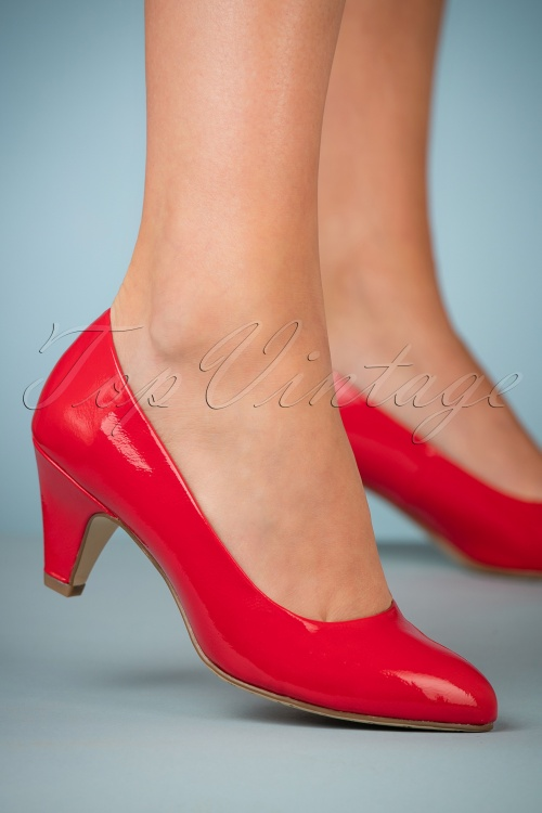 Tamaris 50s Katie Lacquer Pumps in Chili 400 20 26721 08152018 009W