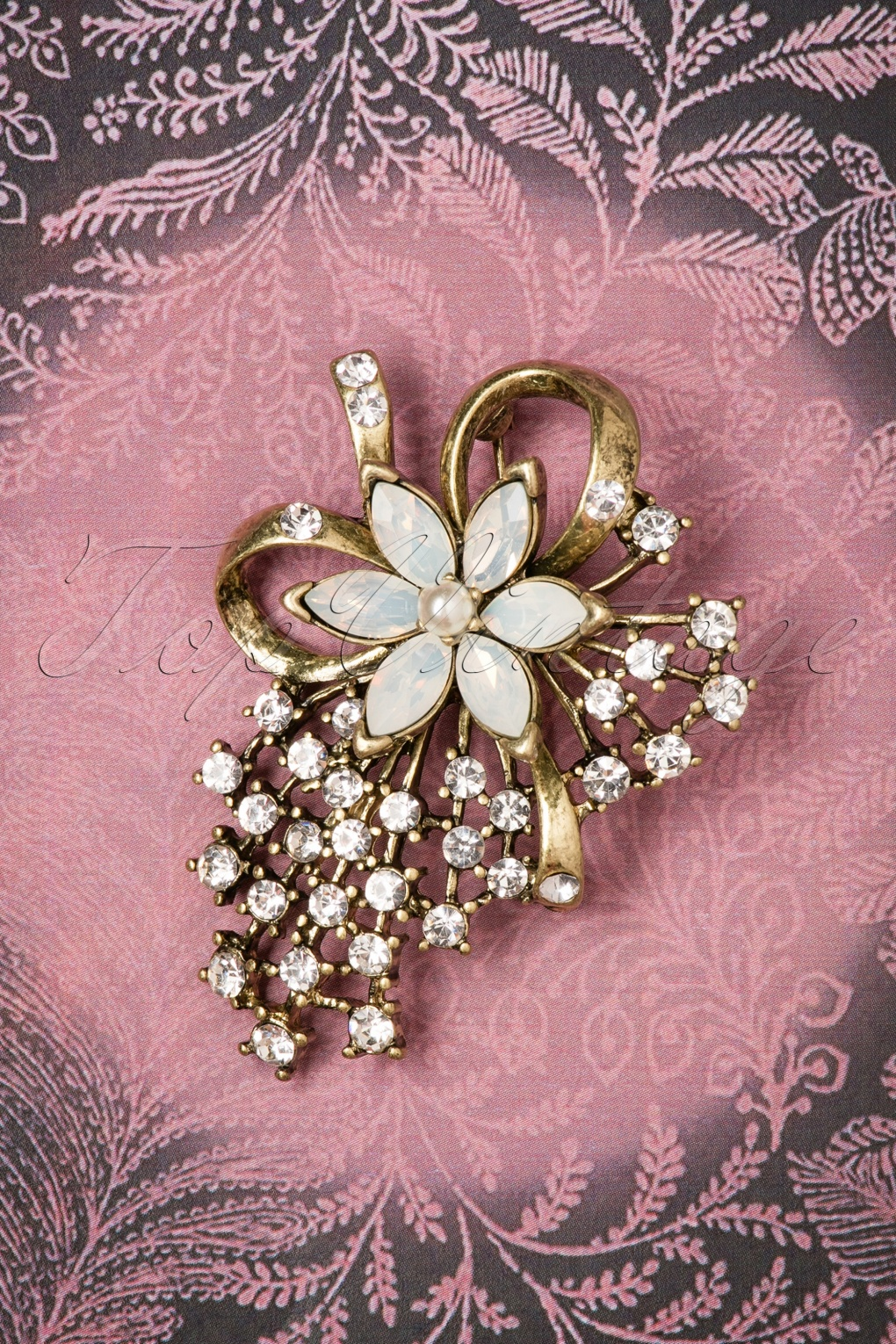 1930s Jewelry | Art Deco Style Jewelry 30s Miriam Haskell Pearl Brooch in Gold £22.27 AT vintagedancer.com