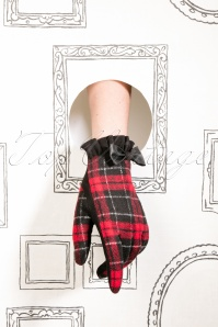 50s Cavan Tartan Gloves in Black and Red