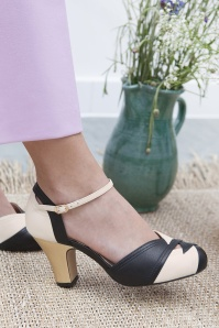 70s Grace Mary Jane Pumps in Black and White