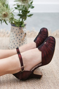 40s Amber Mary Jane Pumps in Burgundy Sparkle