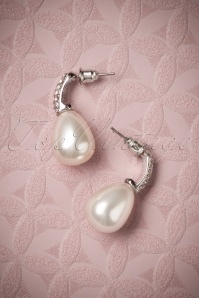Darling Divine Pearl earrings 330 50 26888 08282018 004W