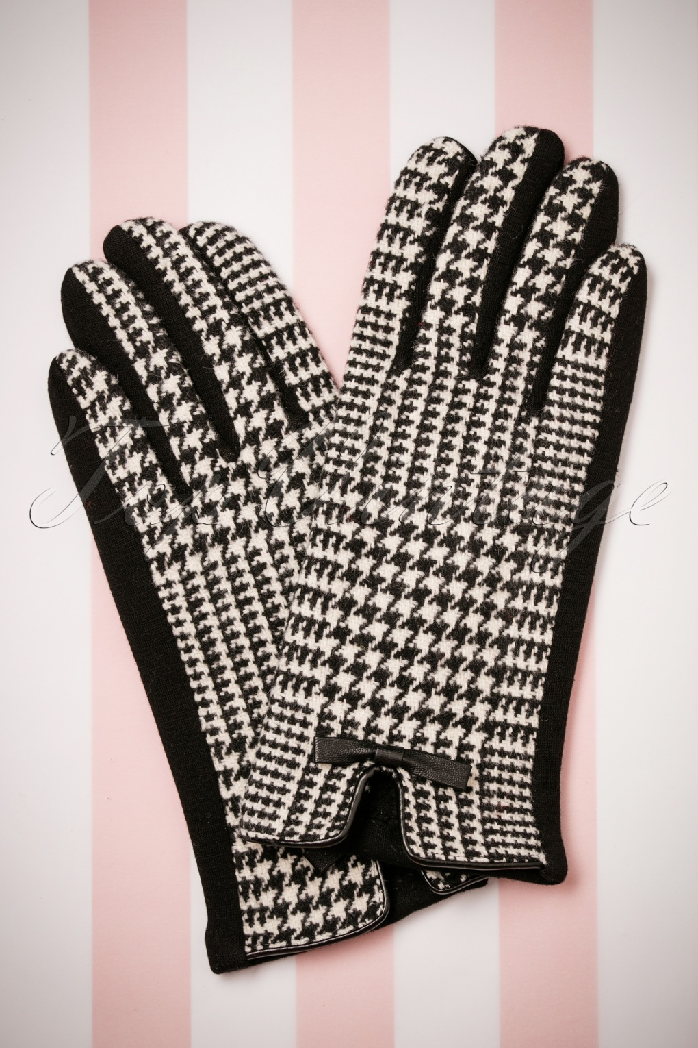Vintage Style Gloves- Long, Wrist, Evening, Day, Leather, Lace 50s Houndstooth Gloves in Black and White £14.84 AT vintagedancer.com