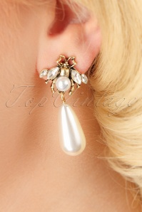 50s Cute As a Bug Pearl Earrings in Cream