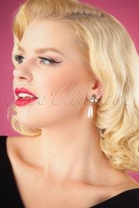 Darling Divine Pearl Earrings 330 50 26889 09062018 001W