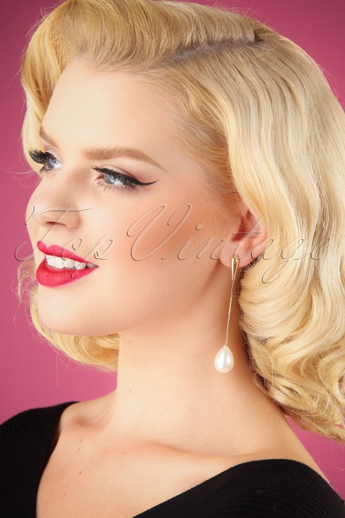 Darling Divine Golden Pearl Earrings 333 91 26887 09062018 001W