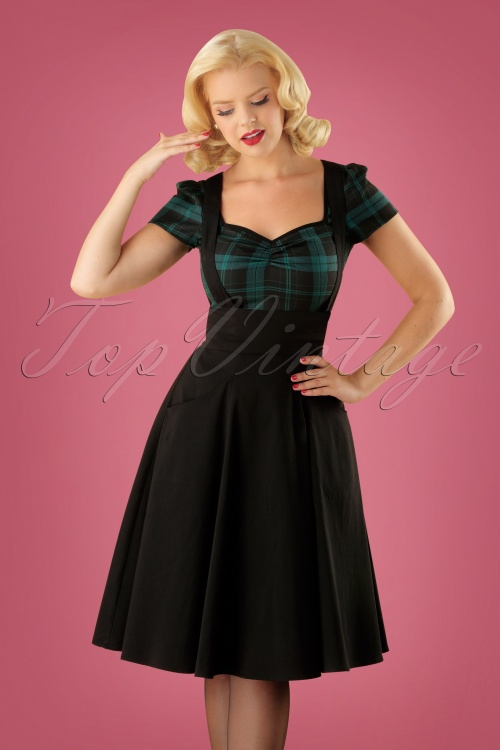 Collectif Clothing Alexa Plain Swing Skirt in Black 122 10 24835 20180702 01W