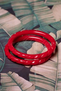 TopVintage Exclusive ~ 40s Narrow Heavy Carve Bangles Set in Red