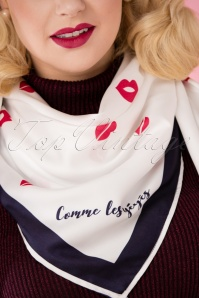Mademoiselle Yeye Scarf with kiss print 240 59 25535 10042018 035W