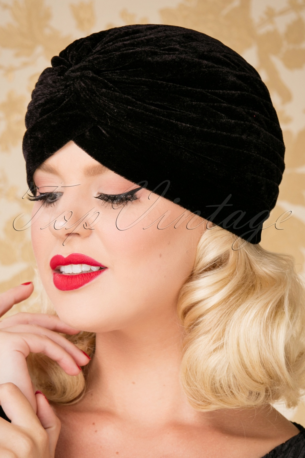 1940s Hairstyles- History of Women's Hairstyles 20s Warlock Velvet Turban Hat in Black £5.23 AT vintagedancer.com