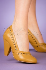 Bettie Page Yellow Marjorie Pump 400 80 25798 10242018 001W