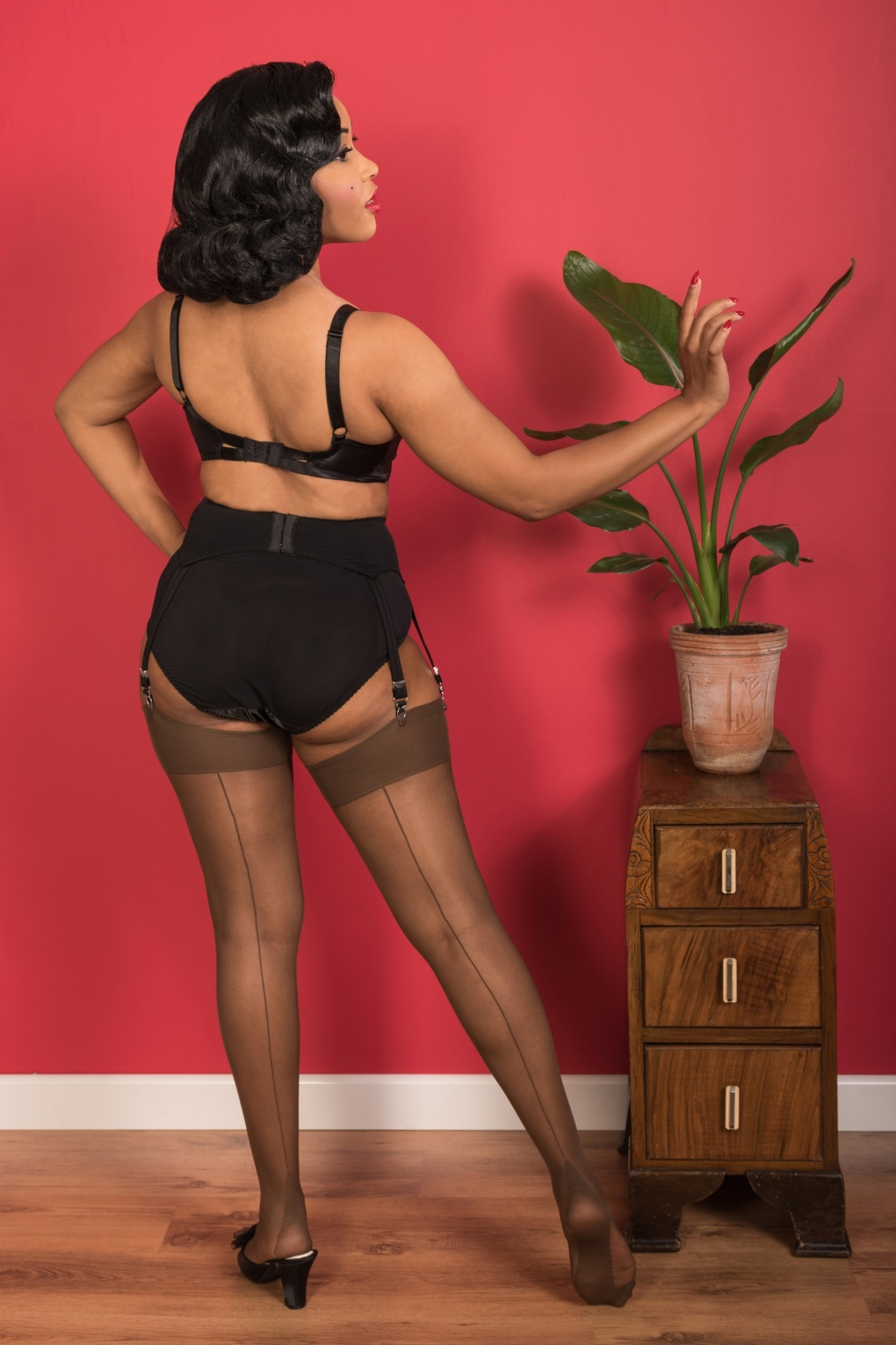 1940s Stockings, Nylons, Knee Highs, Tights, Pantyhose 40s Retro Seamed Stockings in Coffee £11.51 AT vintagedancer.com