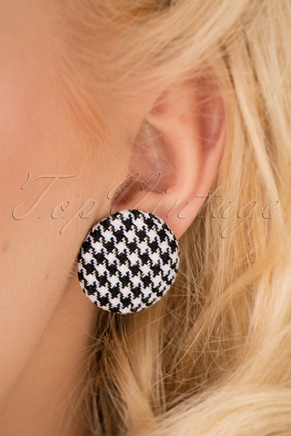 60s -70s Jewelry – Necklaces, Earrings, Rings, Bracelets 50s Houndstooth Earstuds in Black and White £8.80 AT vintagedancer.com