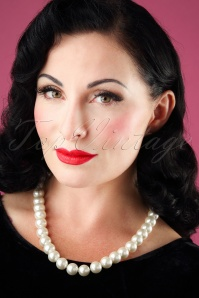 Darling Divine Pearl Necklace 300 50 26910 09052018 model001W