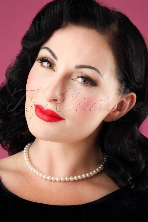 Lovely Grace Kelly Pearl Necklace 300 51 26483 08142018 model001W