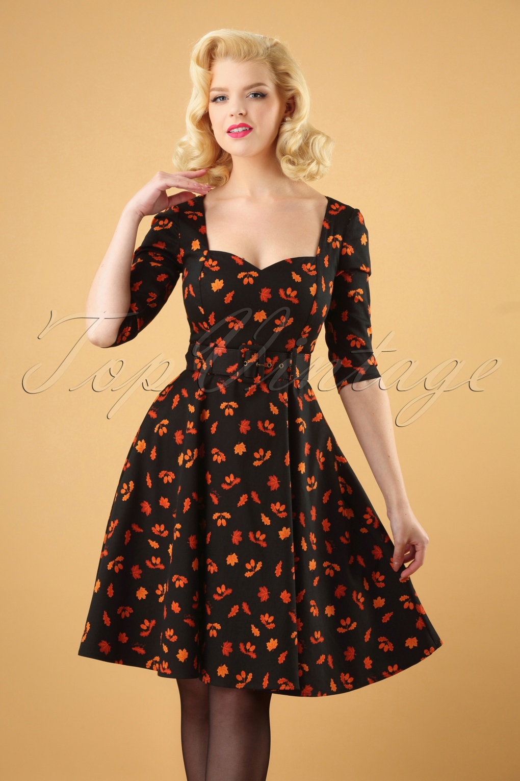 1950s Dresses, 50s Dresses | 1950s Style Dresses 50s Eliana Acorn Swing Dress in Black £61.42 AT vintagedancer.com