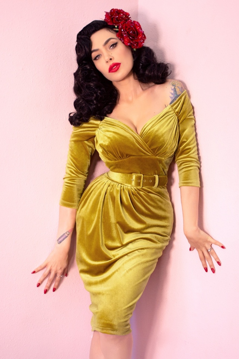 1950s Dresses, 50s Dresses | 1950s Style Dresses 50s Starlet Pencil Dress in Gold £200.40 AT vintagedancer.com