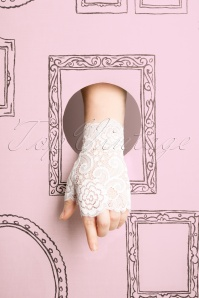 Darling Divine 50s Angelica Lace Gloves in White