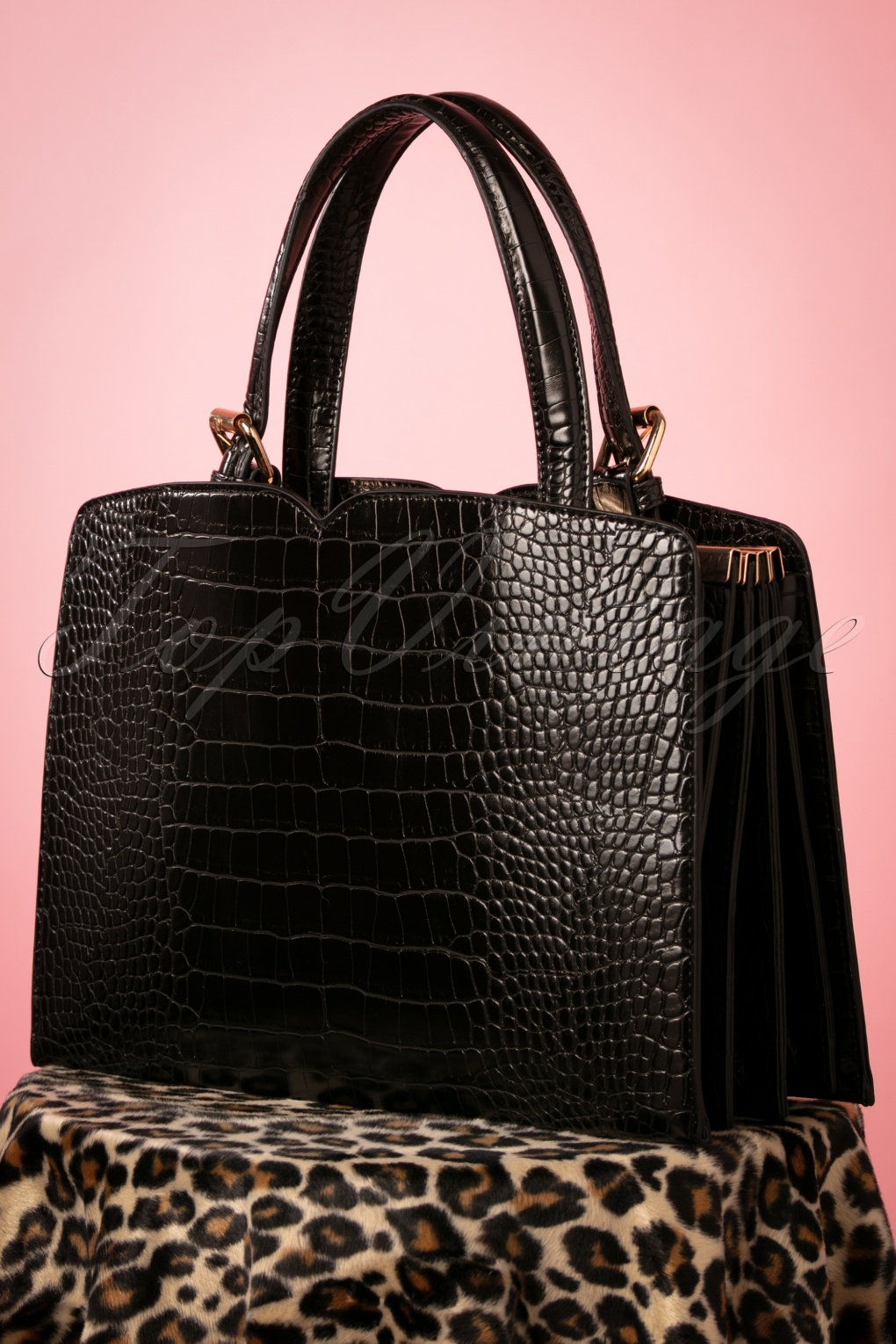 1950s Handbags, Purses, and Evening Bag Styles 50s Indiscreet Bag in Black £67.06 AT vintagedancer.com