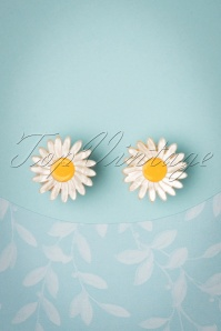 Erstwilder TopVintage Exclusive ~ 60s She Loves Me Daisy Earrings
