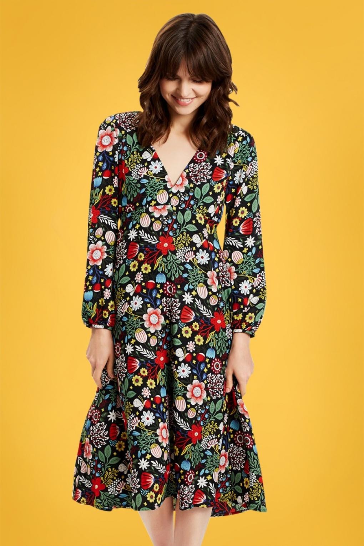 70s Dresses – Disco Dresses, Hippie Dresses, Wrap Dresses 70s Mama Mia Maudes Meadow Swing Dress in Black £88.26 AT vintagedancer.com
