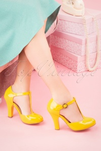 June Patent Leather Is Always Better T-Strap Pumps Années 60 en Jaune