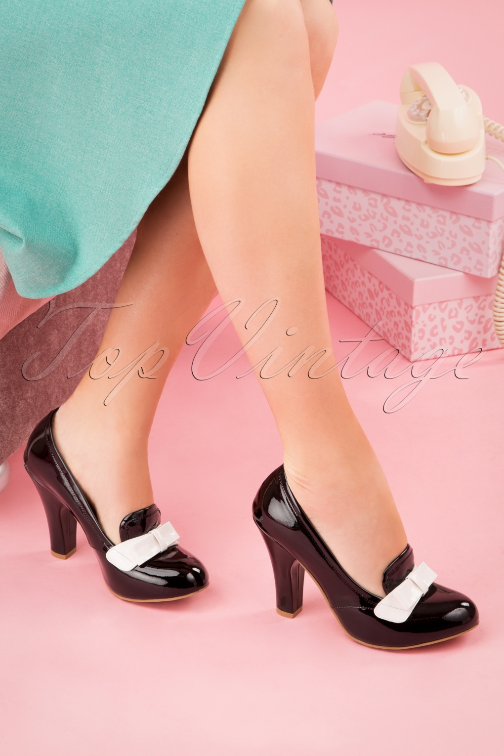 1960s Style Dresses, Clothing, Shoes UK 60s June Ultimate Sophistication Pumps in Black £112.51 AT vintagedancer.com