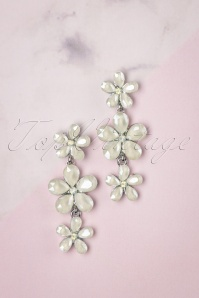 50s Dangling Flower Earrings in Ivory