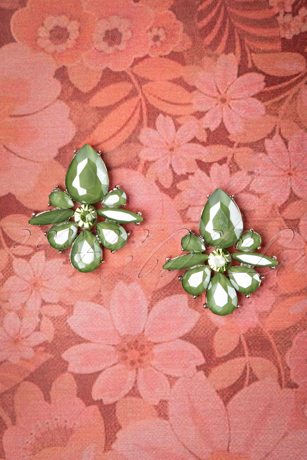 50s Jewelry: Earrings, Necklace, Brooch, Bracelet 50s Vintage Flower Earrings in Olive Green £8.61 AT vintagedancer.com