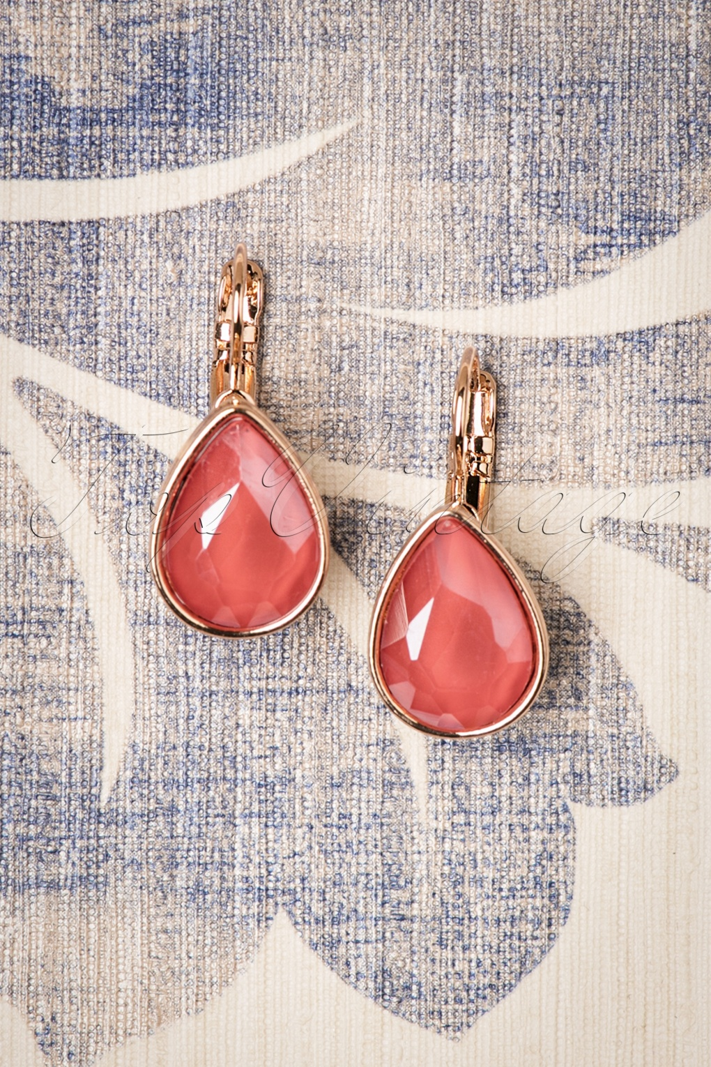 50s Jewelry: Earrings, Necklace, Brooch, Bracelet 50s Vintage Teardrop Earrings in Coral £6.02 AT vintagedancer.com