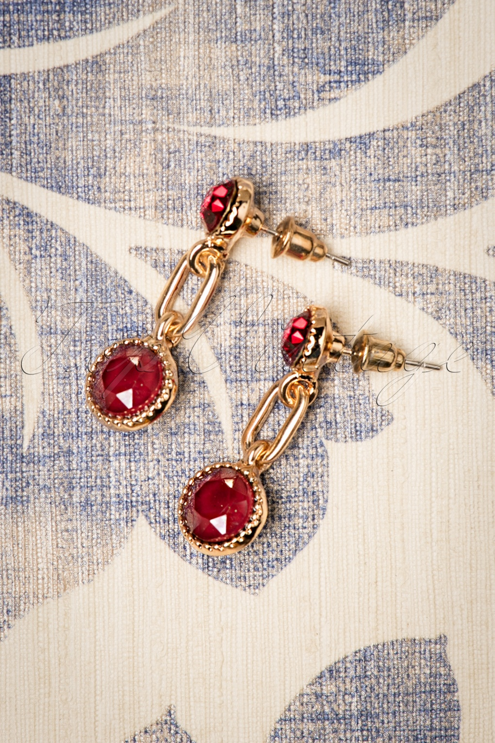 50s Jewelry: Earrings, Necklace, Brooch, Bracelet 50s Classic Earrings in Royal Red and Gold £6.02 AT vintagedancer.com