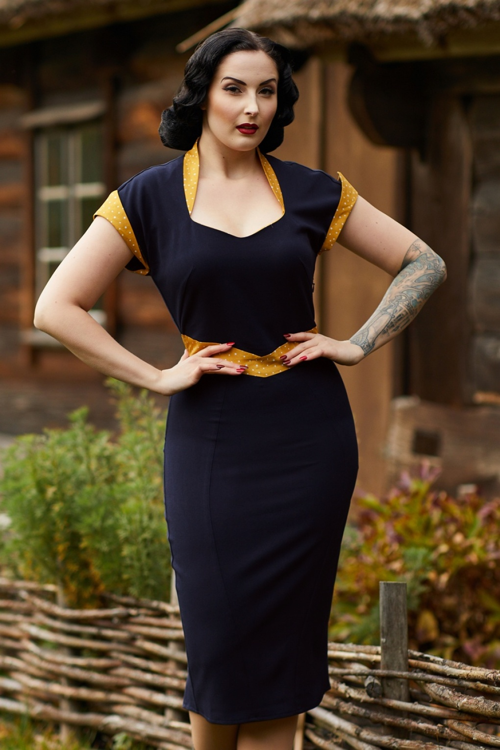 Vintage Cruise Outfits, Vacation Clothing 50s Tremaine Lee Wiggle Dress in Navy and Yellow �91.58 AT vintagedancer.com