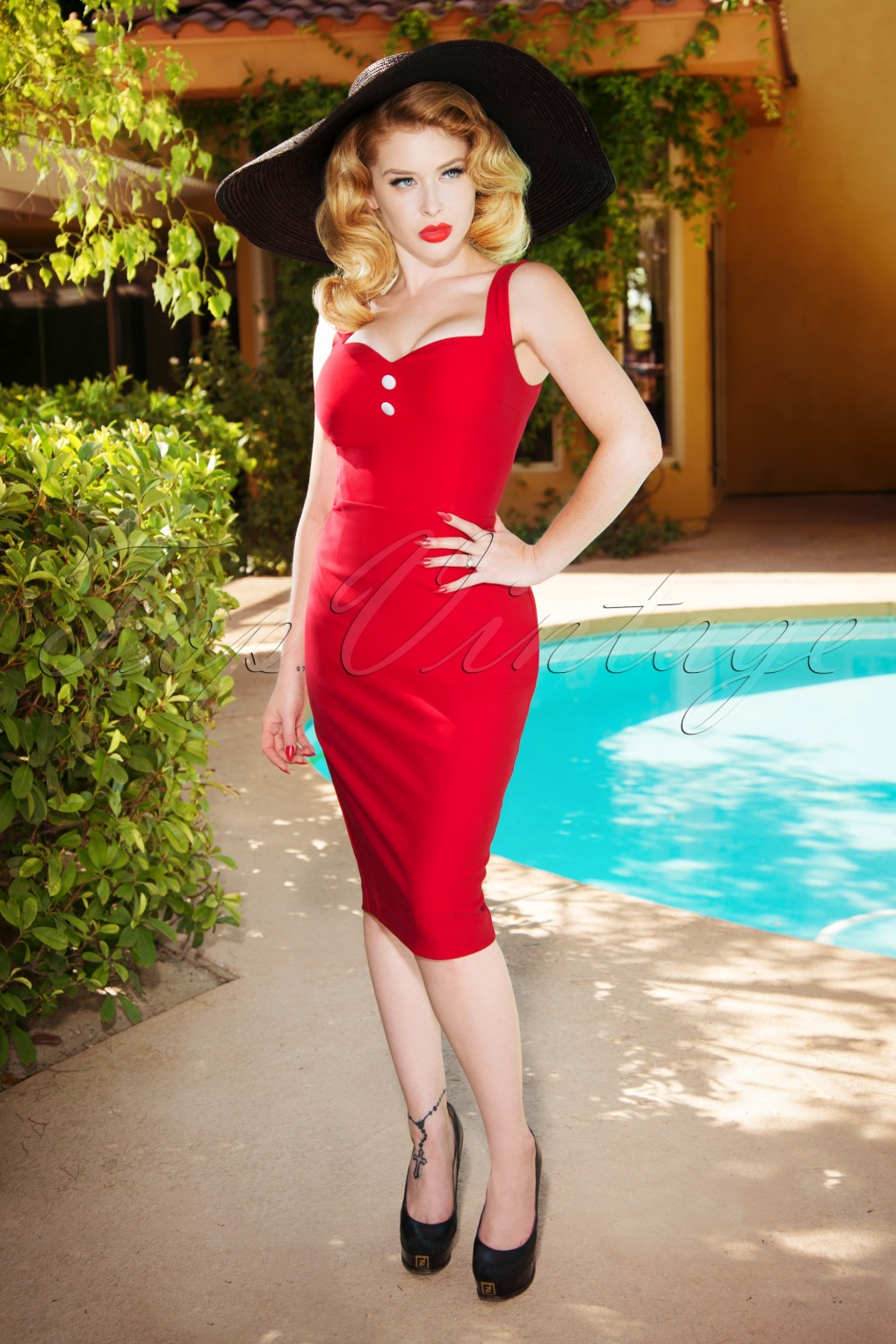1950s Pencil Dresses & Wiggle Dress Styles The Caroline Pencil Dress in Red £65.52 AT vintagedancer.com