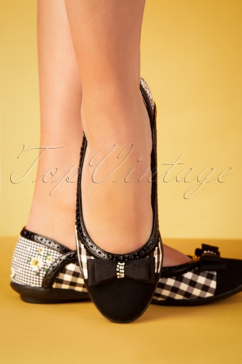 60s Lizzie Gingham Flats in Black and White