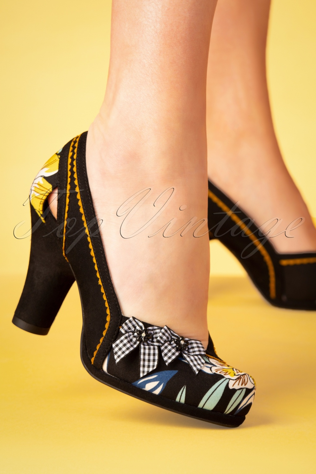 Pin Up Shoes- Heels, Pumps & Flats 60s Livia Floral Pumps in Black �68.59 AT vintagedancer.com