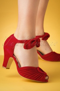 40s Loretta Suede Pumps in Red