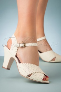 50s Beatriz Leather Sandals in Cream