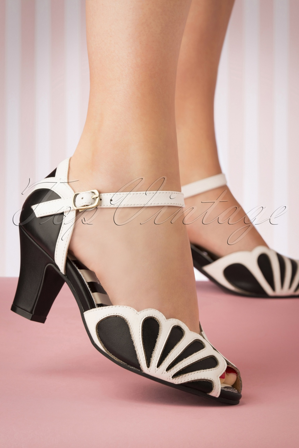 Vintage 1920s Shoe Styles 20s Ava Fly Sandals in Black and White �96.94 AT vintagedancer.com