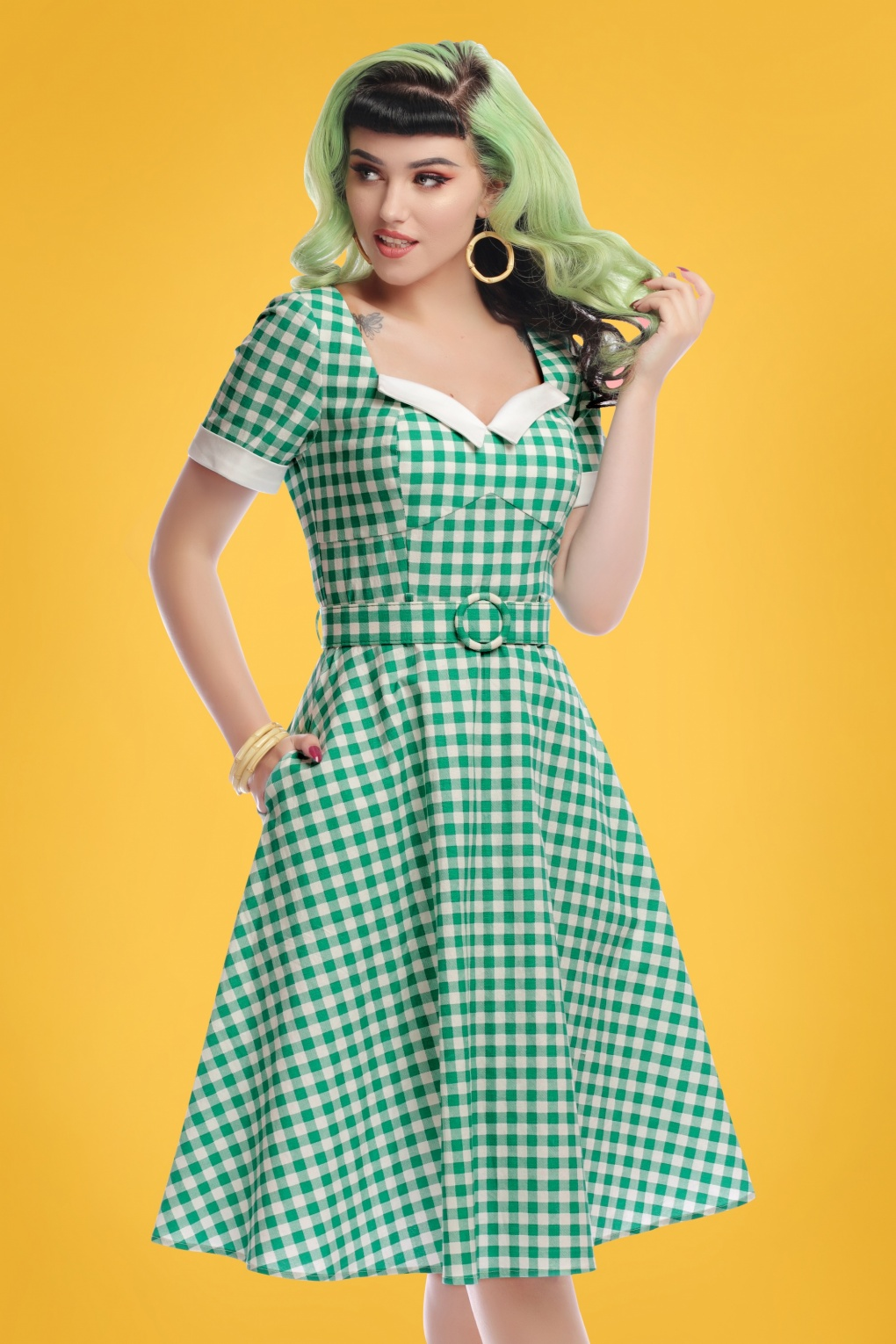 Fifties Dresses : 1950s Style Swing to Wiggle Dresses 50s Roberta Gingham Swing Dress in Green �62.12 AT vintagedancer.com