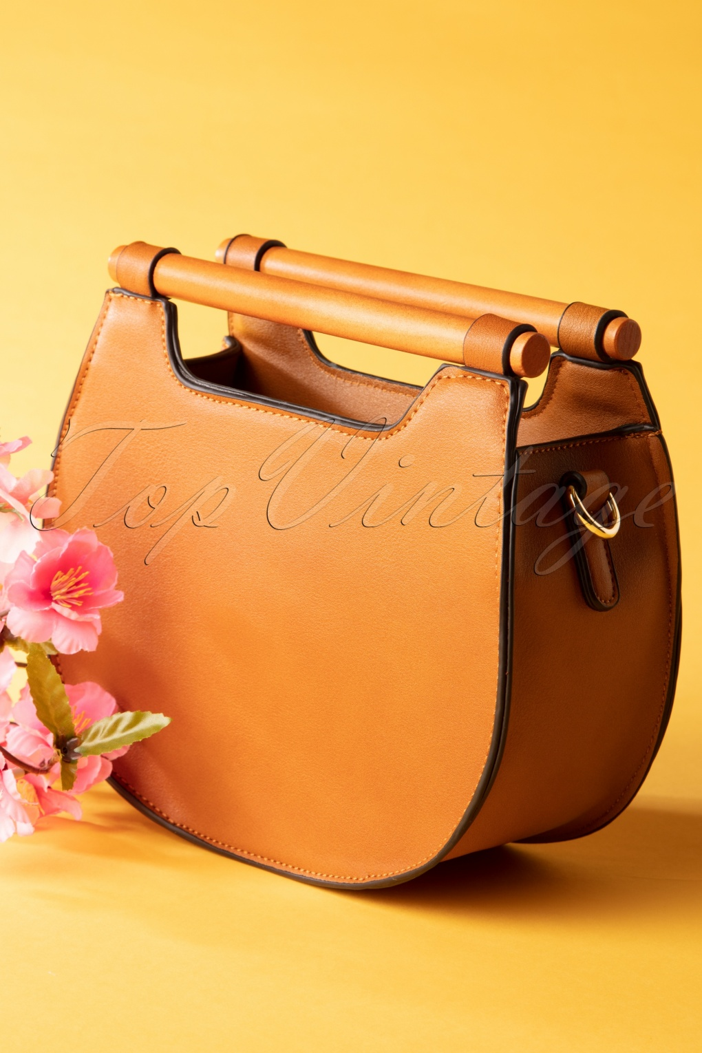 Vintage & Retro Handbags, Purses, Wallets, Bags 70s Jones Crossbody Bag in Brown �48.53 AT vintagedancer.com