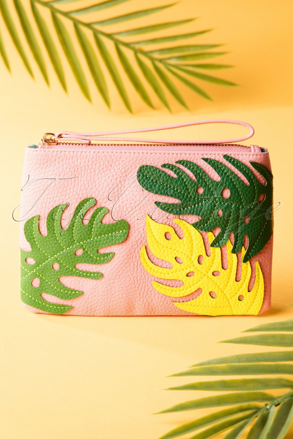Vintage & Retro Handbags, Purses, Wallets, Bags 50s Bree Banana Leaf Small Purse in Pink �30.87 AT vintagedancer.com