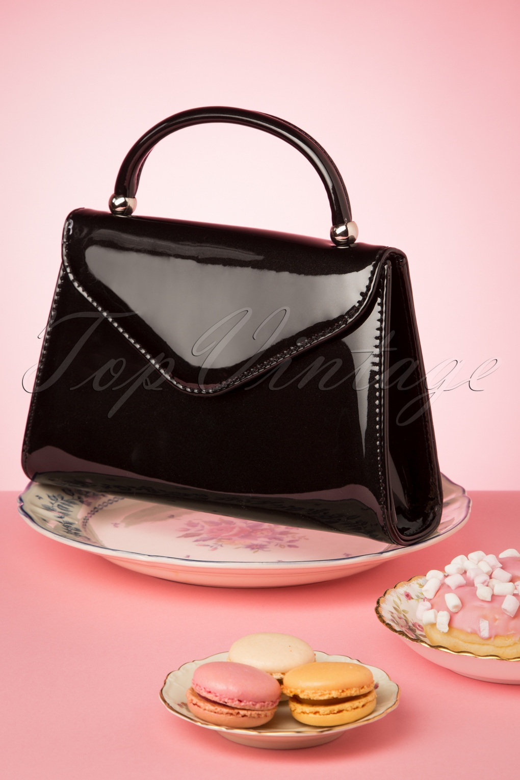 Vintage & Retro Handbags, Purses, Wallets, Bags 60s Lillian Lacquer Flap Bag in Black and Silver �23.79 AT vintagedancer.com