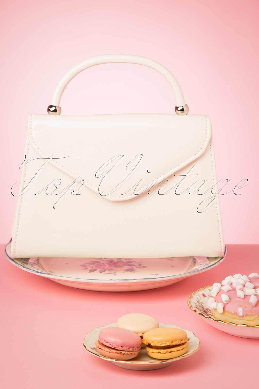 Vintage & Retro Handbags, Purses, Wallets, Bags 60s Lillian Lacquer Flap Bag in Off White �23.08 AT vintagedancer.com