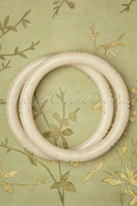 TopVintage Exclusive ~Cloud Narrow Carved Bangles Set Années 50 en Ivoire