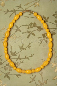 TopVintage Exclusive ~ Lemon Carved Beaded Necklace Années 50 en Jaune