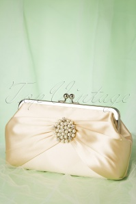Lovely 50s Audrey Pearl Clutch in Cream
