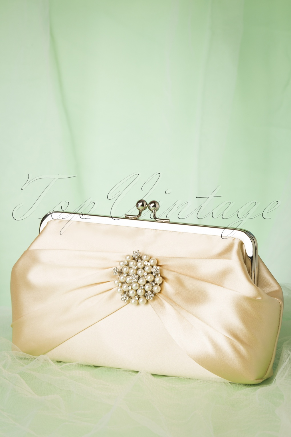Vintage & Retro Handbags, Purses, Wallets, Bags 50s Audrey Pearl Clutch in Cream �44.11 AT vintagedancer.com