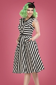 Collectif Clothing Joanie Striped Swing Dress Années 50 en Noir et Blanc