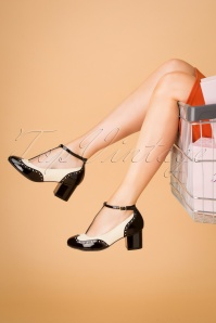 Lola Ramona ♥ TopVintage 60s Eve Mad For Mod Block Heel Pumps in Black and Cream